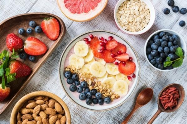 Gesunde Frühstücksideen für Kinder Früchte Nüsse Milch