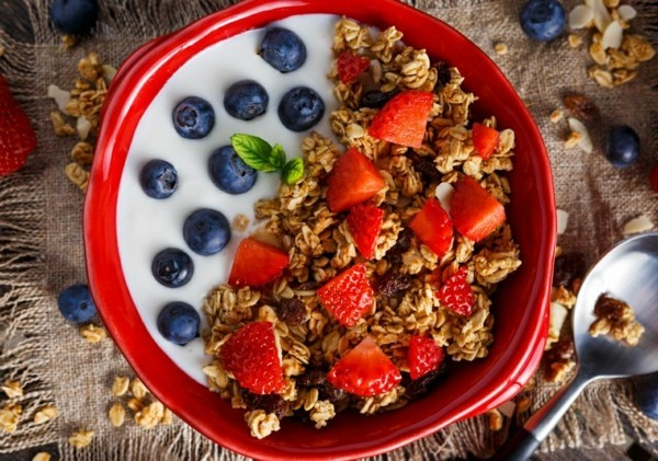 Gesunde Frühstücksideen für Kinder Frühstücksmüsli mit Obst