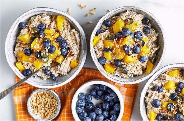 Gesunde Frühstücksideen für Kinder Haferflocken über Nacht einweichen lassen Blaubeeren Orangen