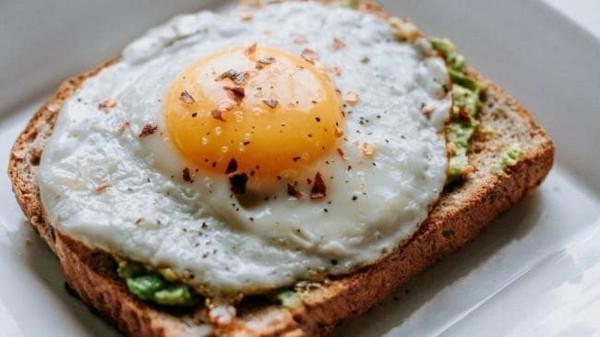 Gesunde Frühstücksideen für Kinder Toastbrot mit Spiegelei