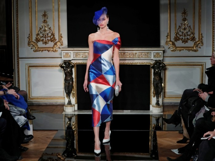 Giorgio Armani Frauenkollektion leichte Stoffe fließende Silhouetten erstklassige Mode