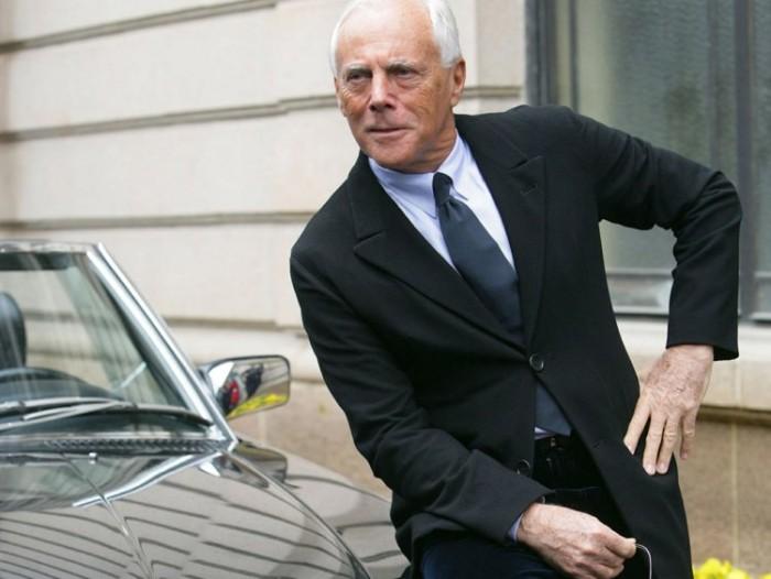 Giorgio Armani Modeikone Geschäftsmann wird 85 trägt einen makellosen Anzug in dunkelblau