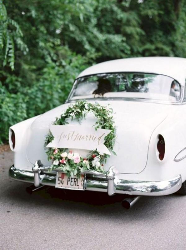 Hinterseite Kranz Autoschmuck Hochzeit