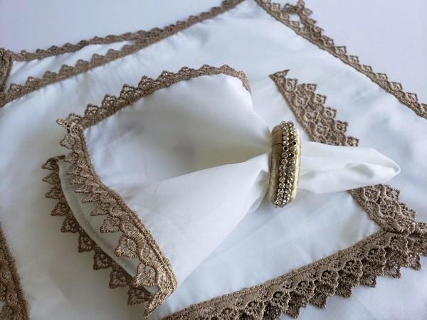 Hochzeitsdeko -Weiß mit Spitze in Beige
