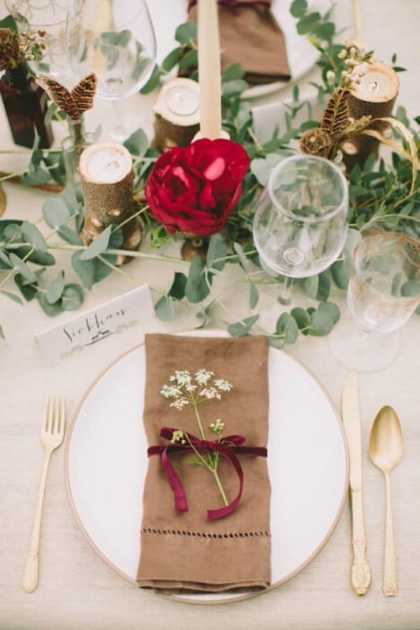 Hochzeitsdeko - eine braune Serviette