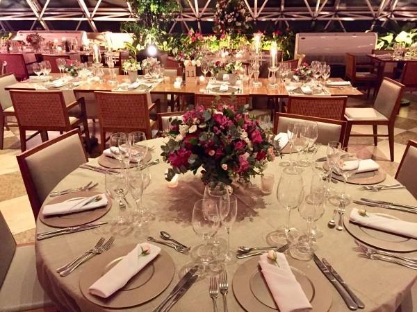 Hochzeitsdeko für einen großen Saal