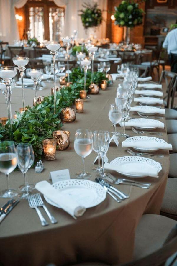 Hochzeitsdeko - weiße gerollte Servietten