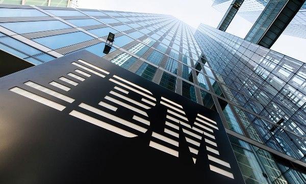 IBM patentiert weltweit erste faltbare Smartwatch ibm logo gebäude