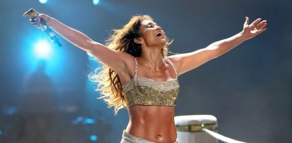 Jennifer Lopez 50 Jahre alt perfektes Äußeres Konzert viel Tanz und Musik