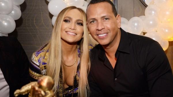 Jennifer Lopez 50 Jahre alt perfektes Äußeres im März Verlobung mit Alex Rodriguez