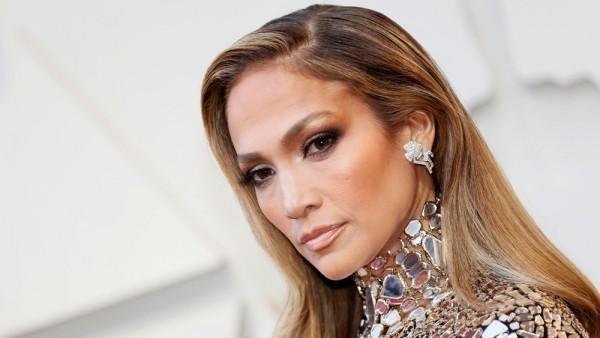 Jennifer Lopez 50 Jahre alt perfektes Äußeres viel Erfolg als Sängerin