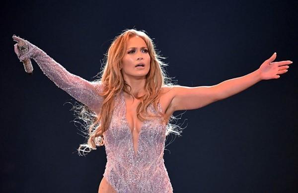 Jennifer Lopez 50 Jahre alt unermüdlich stundenlang singen und tanzen auf der Bühne