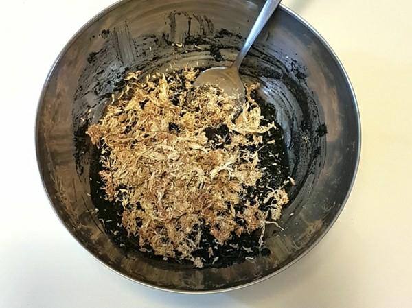 Kokedama selber machen Mooskugel Keto Erde Wasser Torfmoos