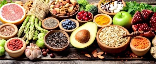 Magnesiumreiche Lebensmittel Avocado Fisch Obst Gemüse Nüsse Trockenobst Kerne Vollkornbrot
