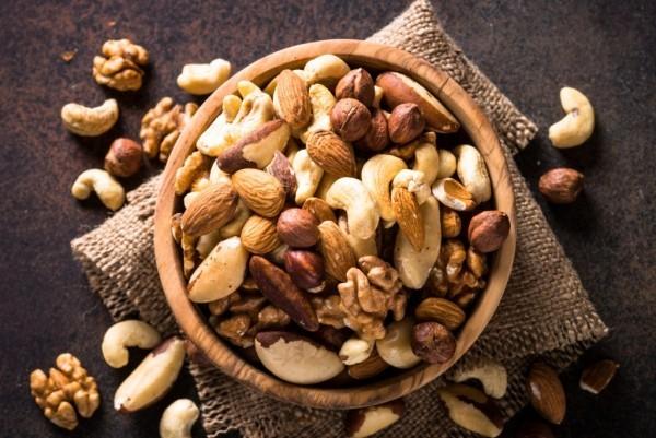 Magnesiumreiche Lebensmittel Cashew Kerne Walnüsse Mandeln haben hohen Magnesiumgehalt