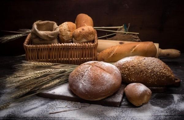 Magnesiumreiche Lebensmittel Vollkornbrot in jeder Bäckerei verschiedene Sorten frisch duften vorzüglich schmecken