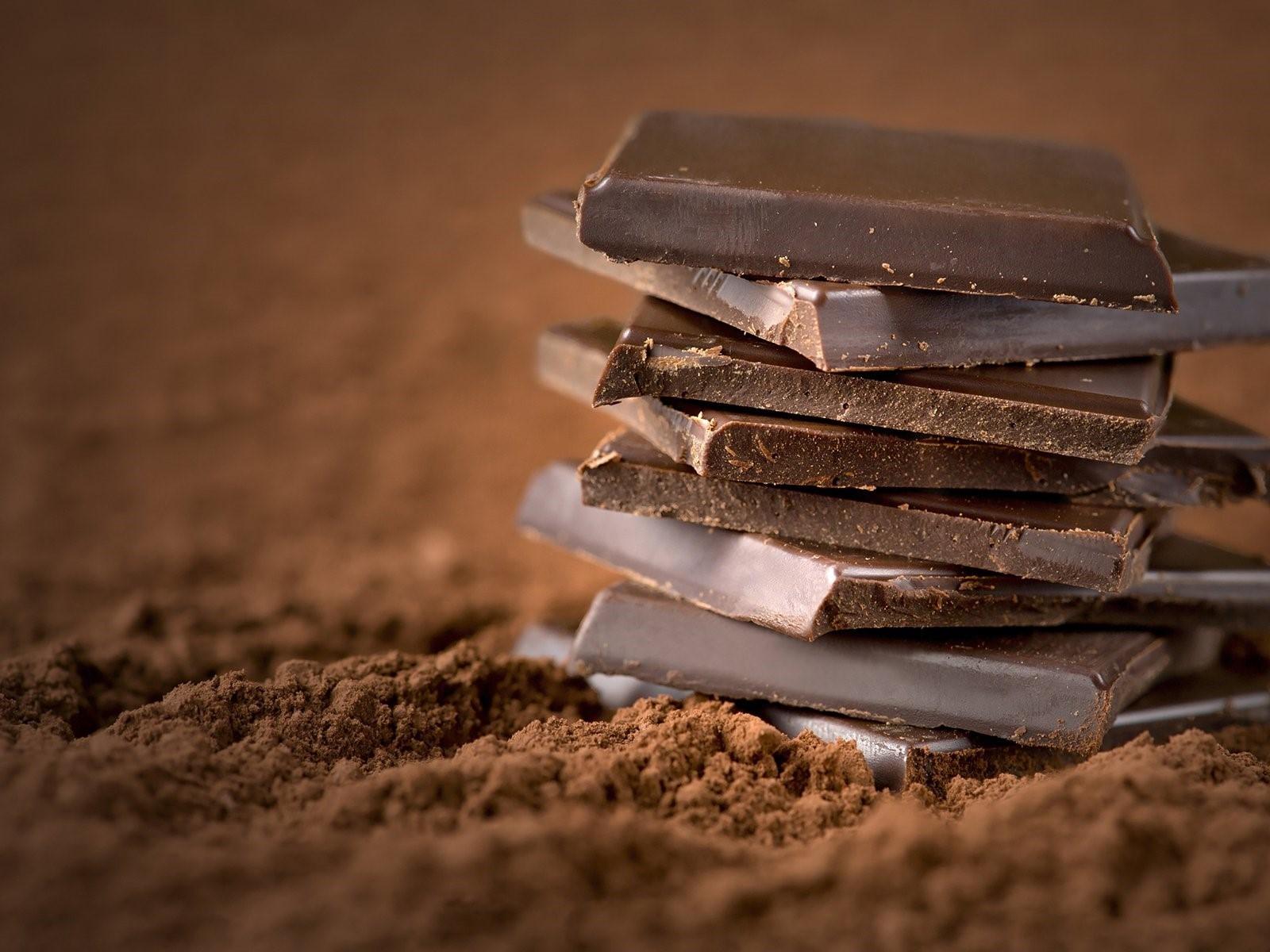 Magnesiumreiche Lebensmittel Zartbitterschokolade abends naschen ist erlaubt