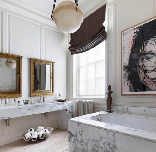 Marmor im Bad Marmorfliesen luxuriöses Design Wandbild Stile vermischen Retro Spiegel