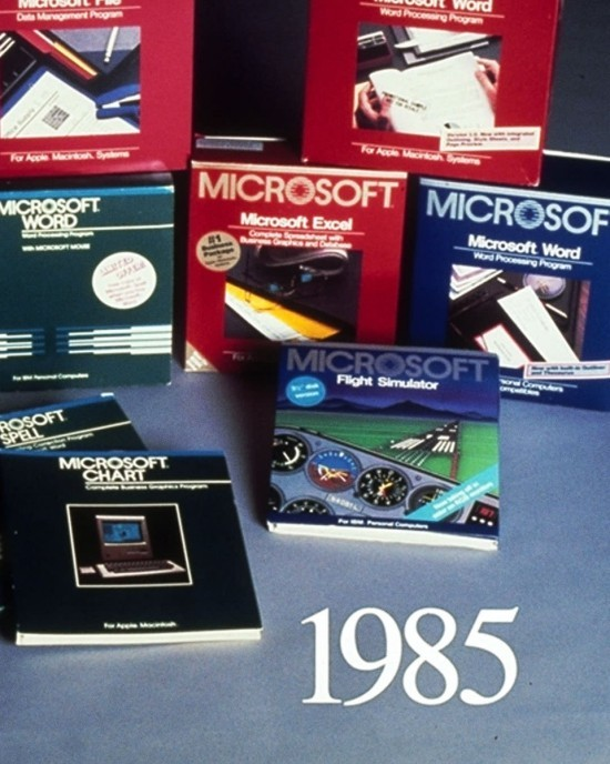 Nach fast 34 Jahren führt Microsoft Windows 1.0 angeblich wieder ein unterschiedliche verpackungen und anleitungsbücher
