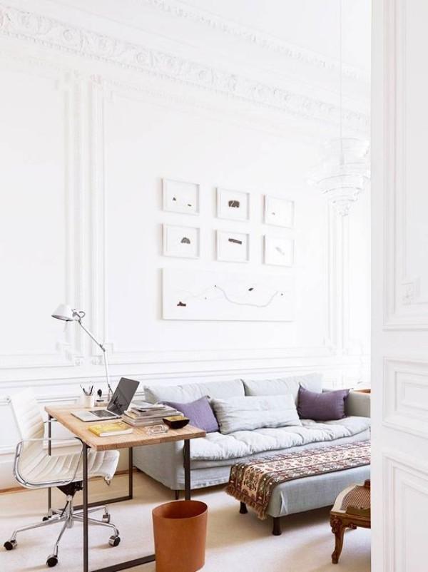Pariser Chic im Wohnzimmer helles Ambiente persönliche Arbeitsecke Wandbilder