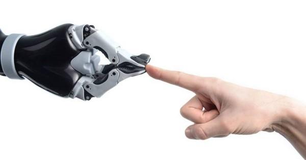Roboterarm Jaco kann Rollstuhlfahrern bei alltäglichen Aufgaben helfen mit robotern arbeiten zukunft