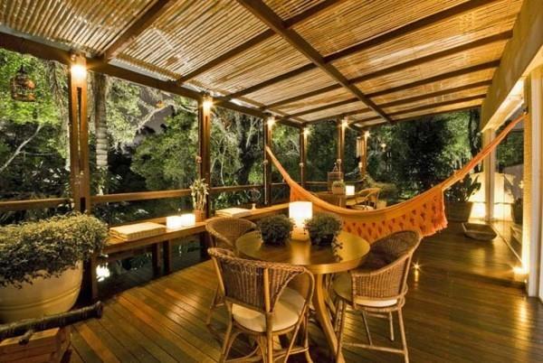 Schön beleuchtete Terrasse - ein Traumhaus