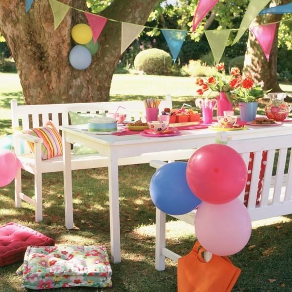Sommerparty Deko Ideen Gartenparty Fahnen Ballons