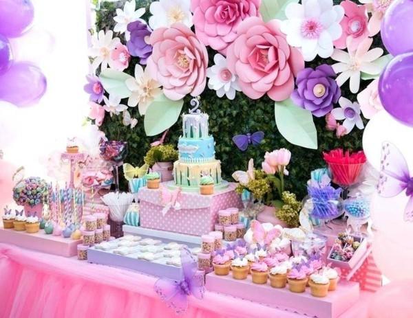 Sommerparty Deko Ideen Gartenparty Tisch Buffet Süßigkeiten Papierblumen Deko