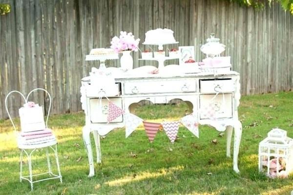 Sommerparty Deko Ideen Gartenparty Tisch Buffet Süßigkeiten Schrank
