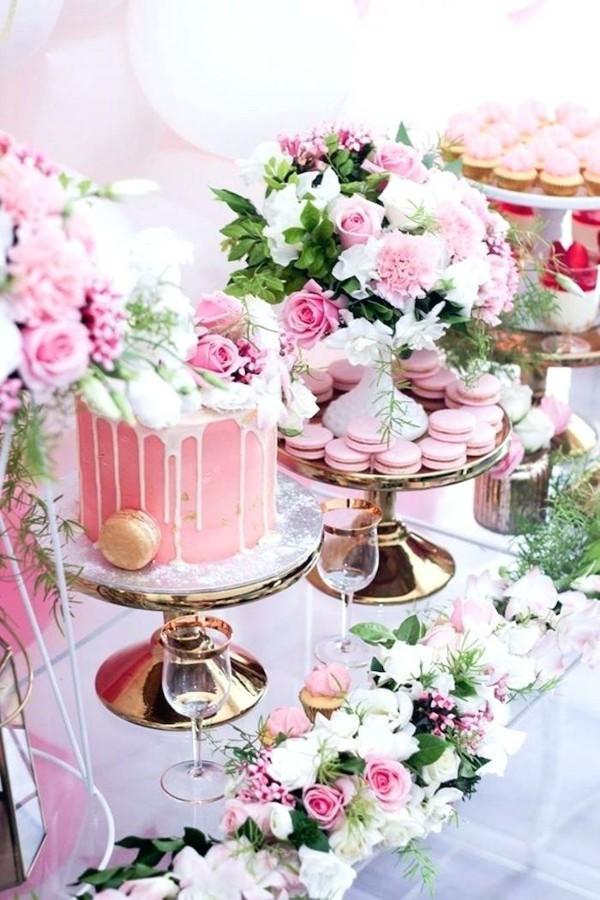 Sommerparty Deko Ideen Gartenparty Tisch Buffet Süßigkeiten rosa Torte