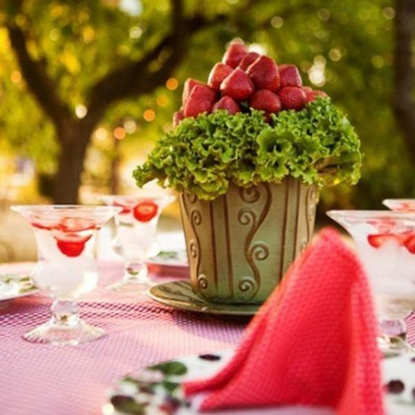 Sommerparty Deko Ideen Gartenparty Tisch Deko Erdbeeren