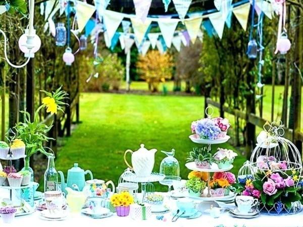 Sommerparty Deko Ideen Gartenparty Tisch Farbakzente
