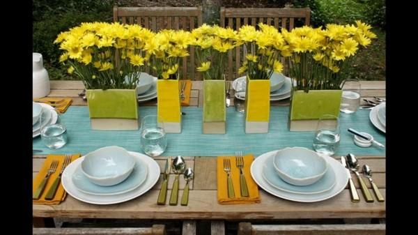 Sommerparty Deko Ideen Gartenparty Tisch eindecken gelb dekorieren