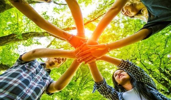 Teambuilding Ideen - Hände zusammen