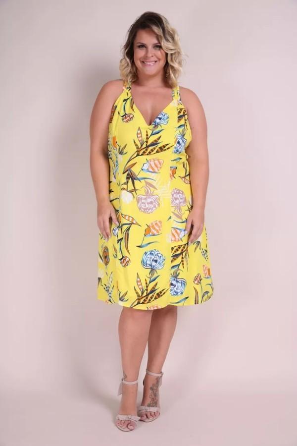 Tolle Muster auf einem gelben Hintergrund - wundervolle Damenkleider