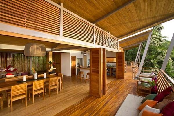 Traumhaus - hoher Raum aus Holz