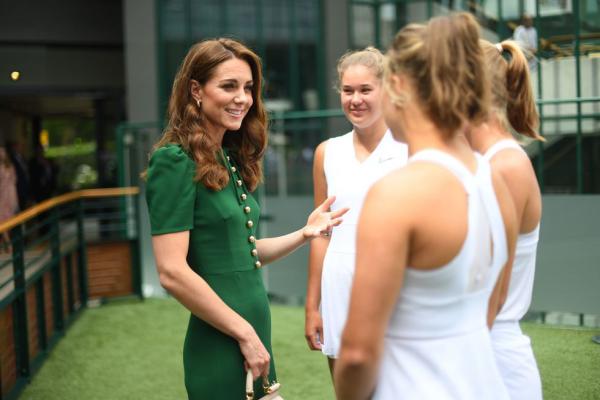 Wimbledon 2019 Kate Middleton im Gespräch mit jungen Tennisspielerinnen
