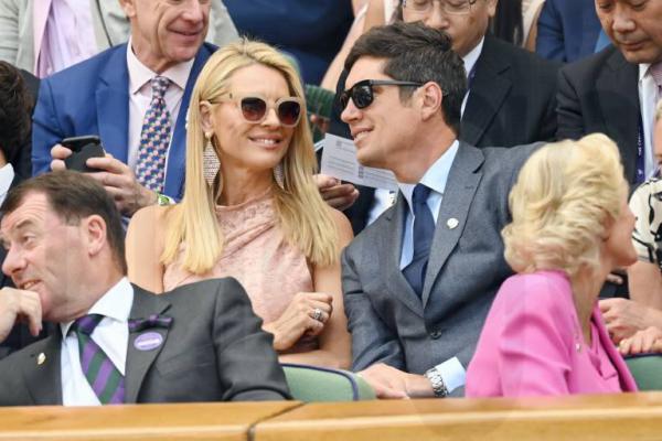 Wimbledon 2019 Tess Daly Ehemann Vernon Kay lachen sich amüsieren in Royal Box