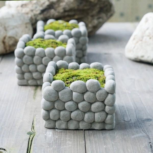 beton deko quadrate aus kleinen steinen