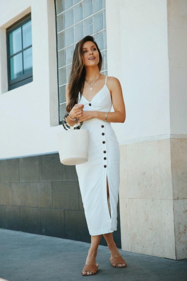 lange Damenkleider in weißer Farbe