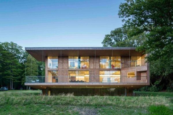 moderne Häuser - Holz und Beleuchtung drinnen