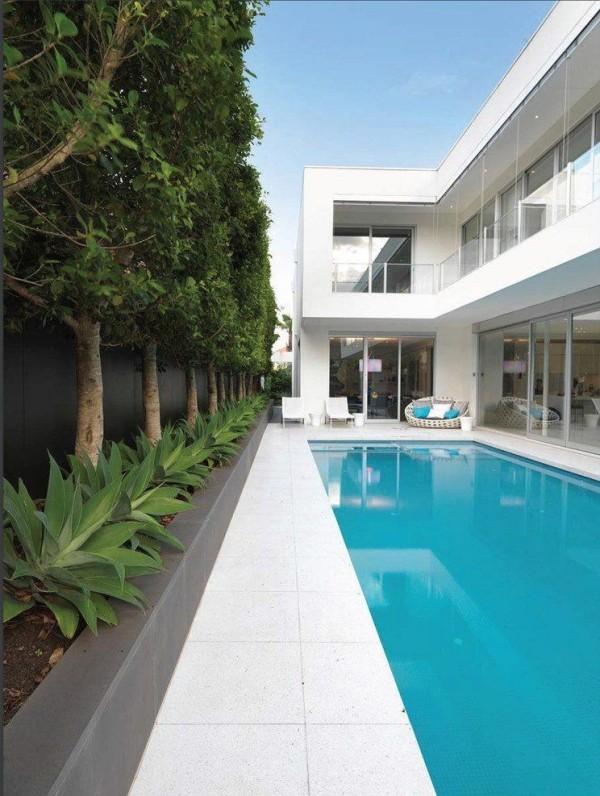 moderne Häuser Weiße Farbe und Schwimmbad