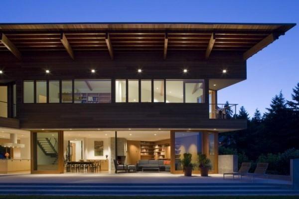 moderne Häuser sehr breites Dach