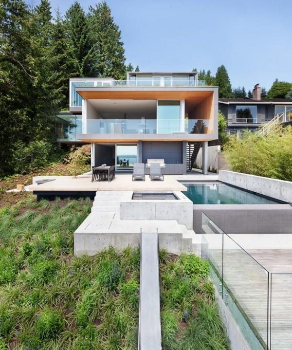 moderne Häuser weiße Archizektur im Grünen