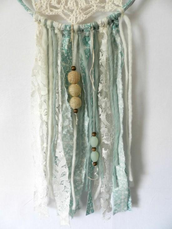 traumfänger aus spitzendeckchen dekorieren