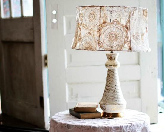 vintage tischlampe dekorieren mit spitzendeckchen