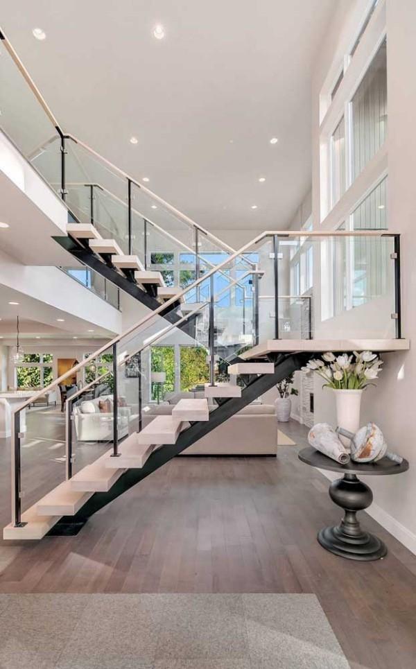 Überdimensionierter Raum - wunderbare Treppengestaltung