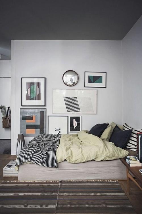 Asymmetrie im Interieur Bilderwand asymmetrischer Anordnung Schlafzimmer