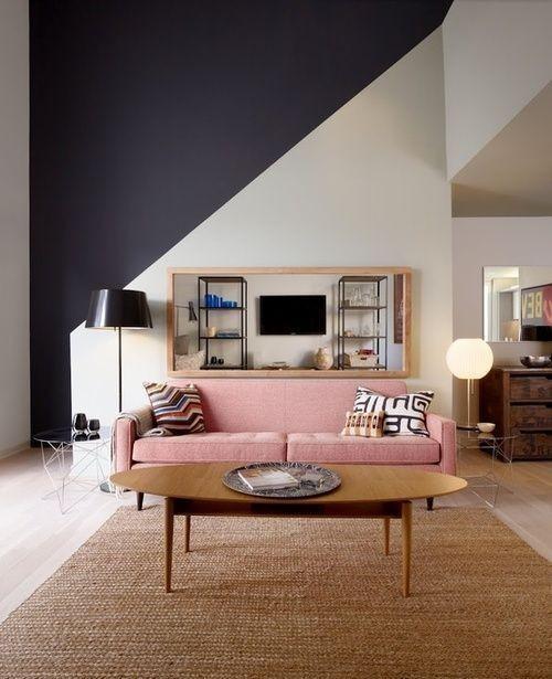 Asymmetrie im Interieur auffällige Wandgestaltung diagonale Linie in kontrastierenden Farben gestrichen eyecatching