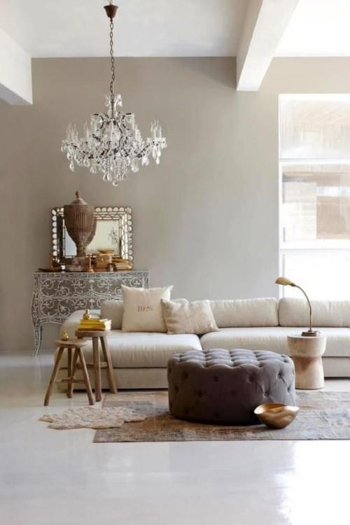 Asymmetrie im Interieur perfektes Beispiel Wohnzimmer mit skurrilen Touches